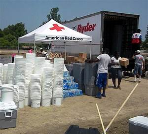 Mississippi Flooding 2011 | Red Cross Volunteers assists ...