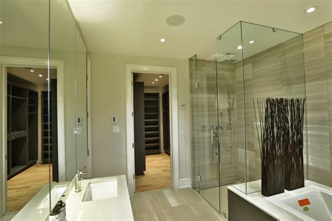 23 Master Bedroom With Walk In Closet And Bathroom Master