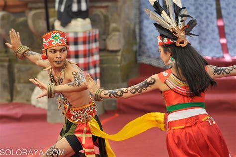 cantiknya penari dayak menampilkan tari iruang wundrung