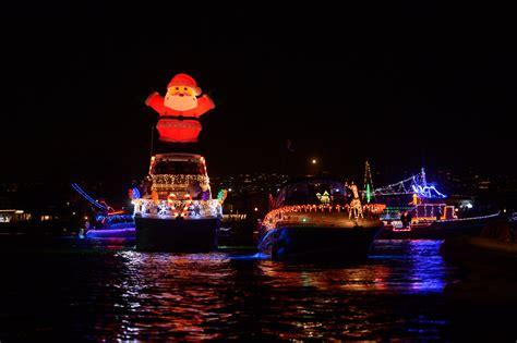 boat parades light   seas  holiday cheer