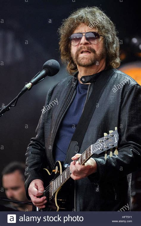 jeff lynnes elo electric light orchestra plays