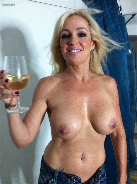 Big Tits By IPhone - Topless Thorchic from United States Tit Flash ID 90237