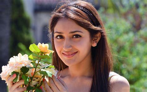 Sayesha Saigal Telugu Actress Wallpapers Hd Wallpapers Id