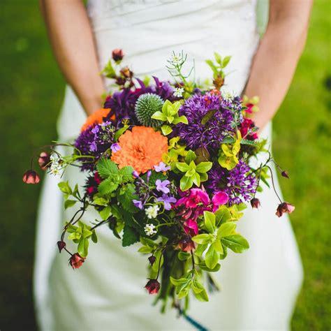 blooming green flowers eco friendly wedding flowers