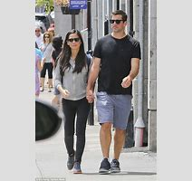 Olivia Munn Walks Hand In Hand With Nfl Boyfriend Aaron