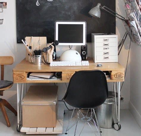 fabriquer un bureau avec des palettes faire un bureau en bois de palette des modèles