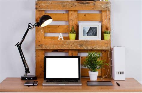 fabriquer un sous de bureau bureau en palettes 18 idées le bureau tendance et
