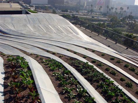 rooftop garden los angeles synthe an urban rooftop garden prototype in los angeles inhabitat sustainable design