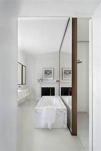Grand miroir contemporain un must pour la salle de bain for Salle de bain design avec hottes décoratives murales