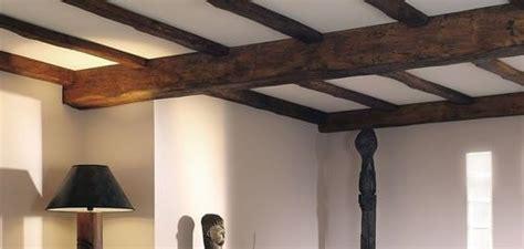 d 233 corez un plafond avec une fausse poutre apparente pour reproduire un style moyen 226 geux