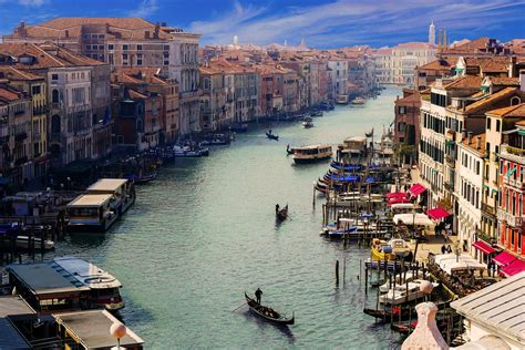 Italy bans inter-regional travel over Christmas