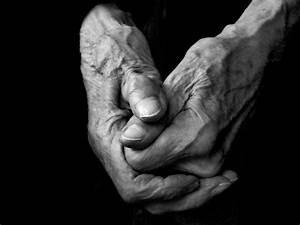 Artistic Elderly Extremities : algo hands of an artist