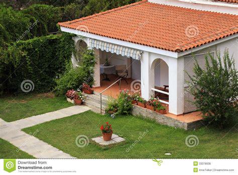 chambre espagnol maison blanche avec la terrasse dans le