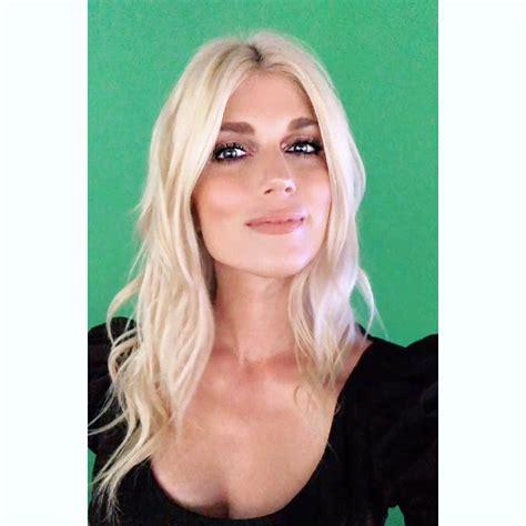 Julianna zobrist began her music career a year after graduating college. Julianna Zobrist Gallery - Sports Gossip