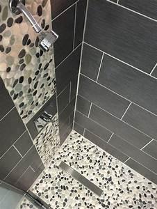 les 25 meilleures idees de la categorie dosseret de With superb maison grise et blanche 10 le carrelage galet pratique revetement pour la salle de bain
