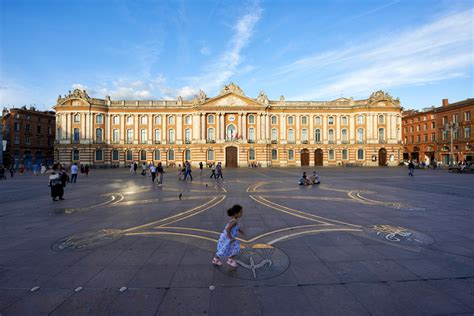 home courtyard le capitole toulouse historical and monuments