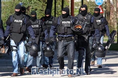siege auto om arrestatieteam houdt verdachte overval aan capelle a d