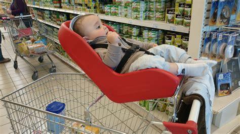 siège coque et caddie faire les courses avec bébé