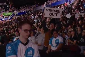 'Wenger Out' sign spotted at US esports League of Legends ...