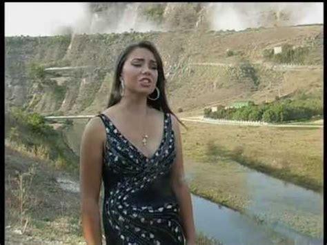 Welp anybody else wonders if maria isn't just thalia with brunete hair? ANA-MARIA STOIAN - SUPARAREA ASTA-I MARE:::... - YouTube