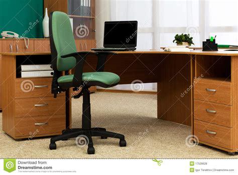 bureau modern bureau op modern kantoor royalty vrije stock foto 39 s afbeelding 17528628