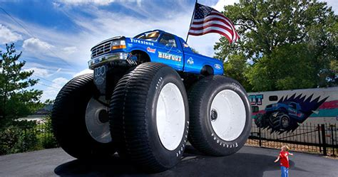 how long is the monster truck show video 9 8 metre long monster truck storms into guinness
