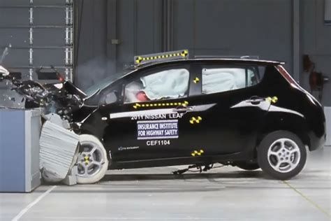 Crash Test by Chevrolet Volt And Nissan Leaf Receive Top Iihs Safety