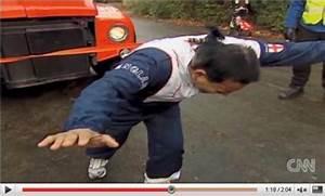 Queu De Cheval Homme : un homme tire un bus avec sa queue de cheval ~ Melissatoandfro.com Idées de Décoration