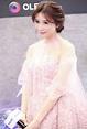林志玲臉圓一圈爆乳飄仙氣 寬鬆薄紗凸肚現形 - 自由娛樂