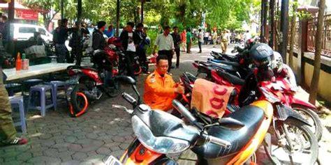 Aborsi Solo Parkir Sembarangan Puluhan Sepeda Motor Di Solo Digembok