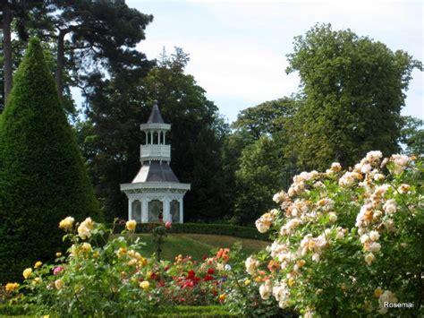 La Roseraie De Bagatelle Dans Le Bois De Boulogne, Des