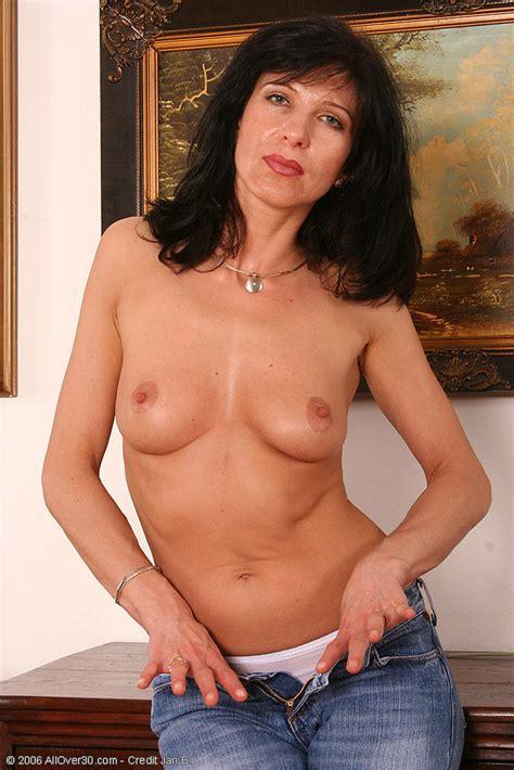 brunette milf in blue jeans gets naked for us pichunter