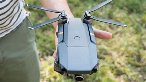 djis  mavic pro drone folds   fits   palm   hand  verge
