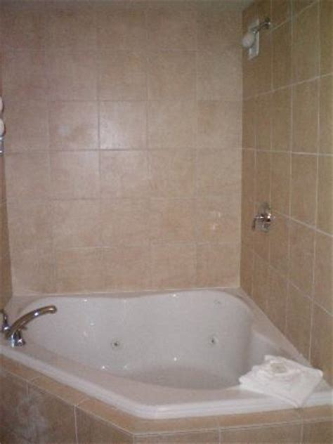hotels with tubs in ct comfort suites southington cheshire as low as 95