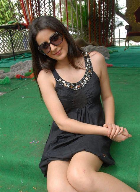 High Quality Bollywood Celebrity Pictures Beautiful Telugu Actress Anuki Sexy Legs Show