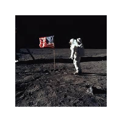 Apollo 11: Buzz Aldrin and the U.S. flag on Moon