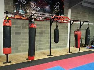 Wall mounted rig,x2 squat stands x5 boxing brackets,pull