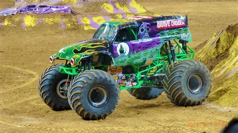 old grave digger monster truck imi s combat guard the world s ultimate 4x4 gt engineering com