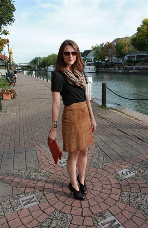 How to Wear a Suede Skirt 2018   FashionGum.com