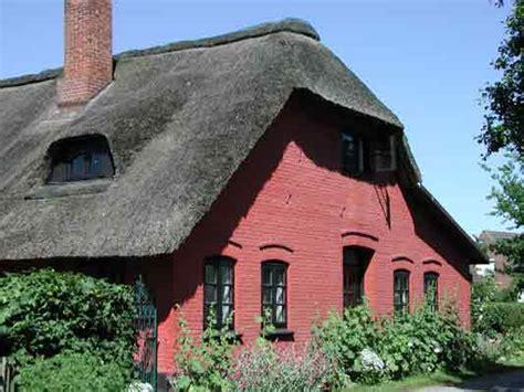 Reetgedecktes Rotes Haus Auf Der Ostsee  Insel Fehmarn