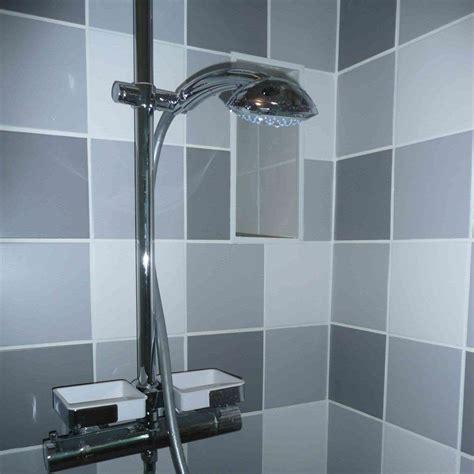 1 an 3 salles de bain 3 gris et blanc