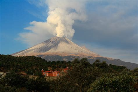 popocatepetl erupts  pictures world news  guardian
