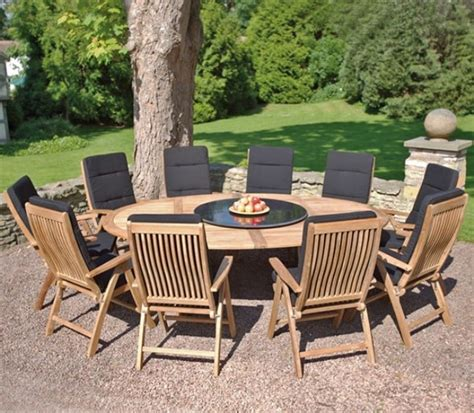 protect outdoor wood furniture  dust  bugs