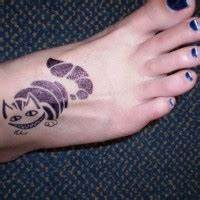 Tattoo Auf Dem Fuß : erstaunliches tattoo von blume mit schn rkeln und kleinen sternen auf dem fu f r m dels ~ Frokenaadalensverden.com Haus und Dekorationen