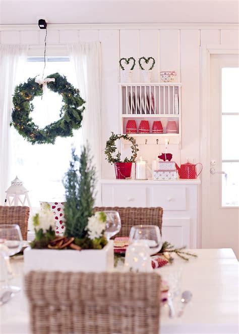 tavola a natale decorazioni decorazioni natalizie in stile nordico la figurina