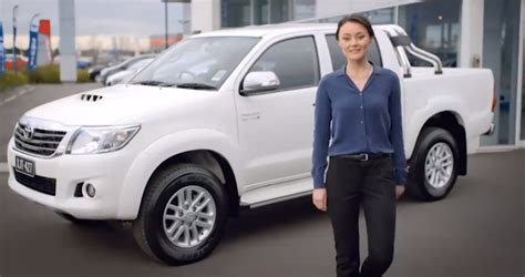 ford australia paying people   buy competitor