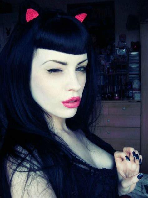 Black hair, bettie bangs   pin up / rockabilly