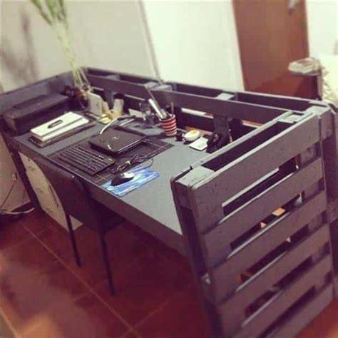 fabriquer un bureau avec des palettes bureaux en palettes diy conseils bricolage facile