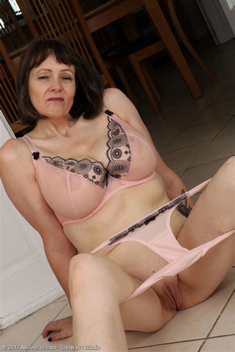 Naked Mature Woman Boasts About Her Lingerie And Shapes