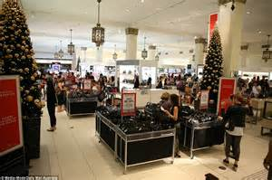 boxing day sales hundreds of shoppers queue overnight for david jones daily mail online